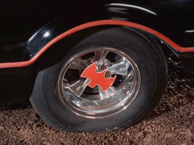 Bat-hubcap